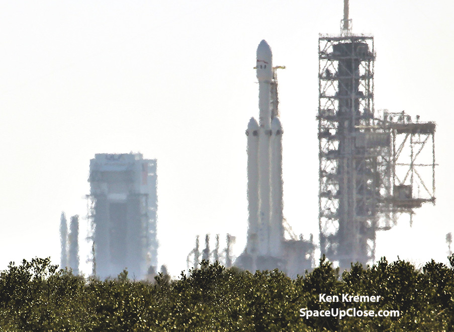 Atlas V and Falcon Heavy Rockets Simultaneously Stand Vertical Together 1st Time Ever at Florida Spaceport: Photo Gallery