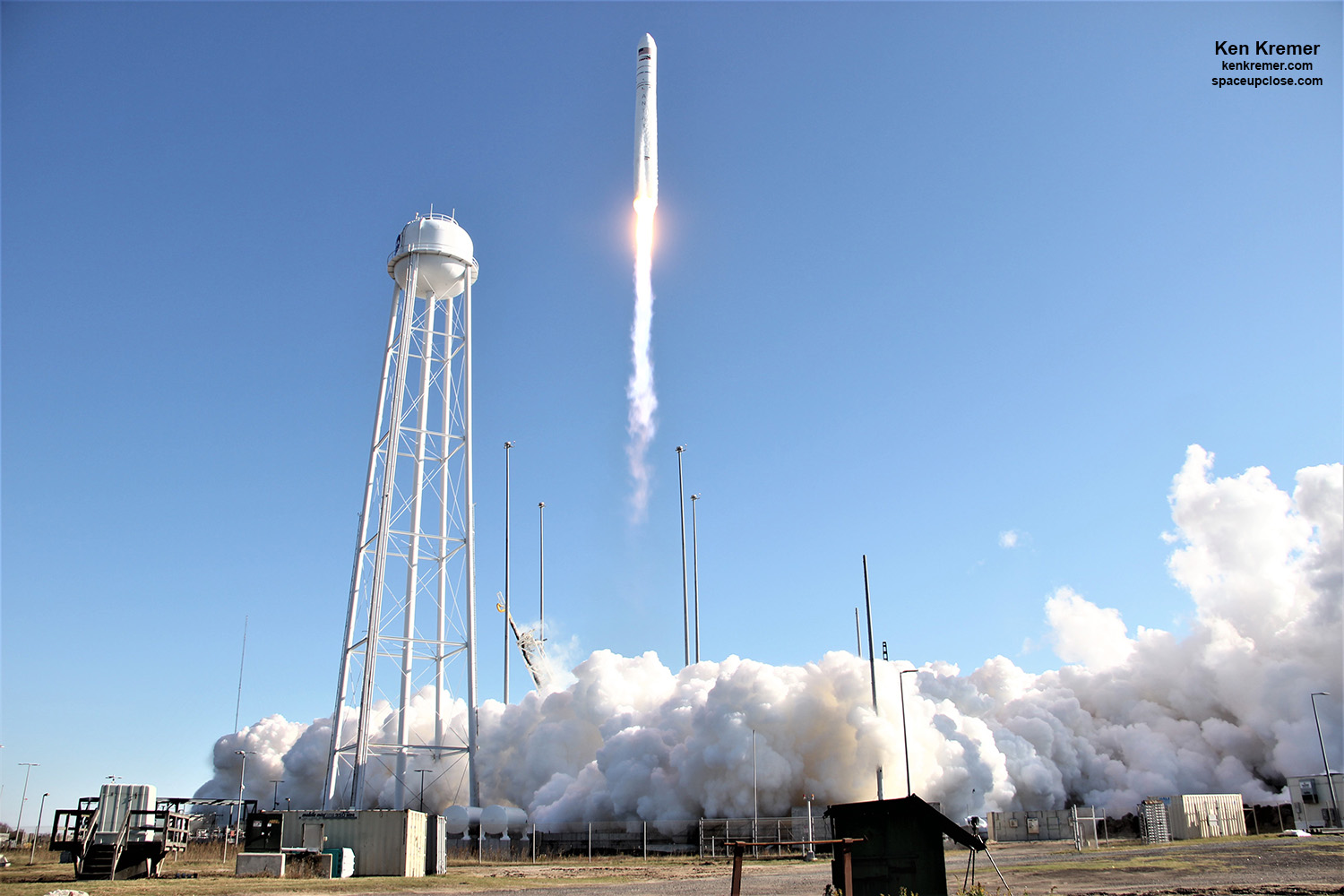 Awesome Antares Thunders Aloft from NASA Wallops to ISS: Photos/Videos