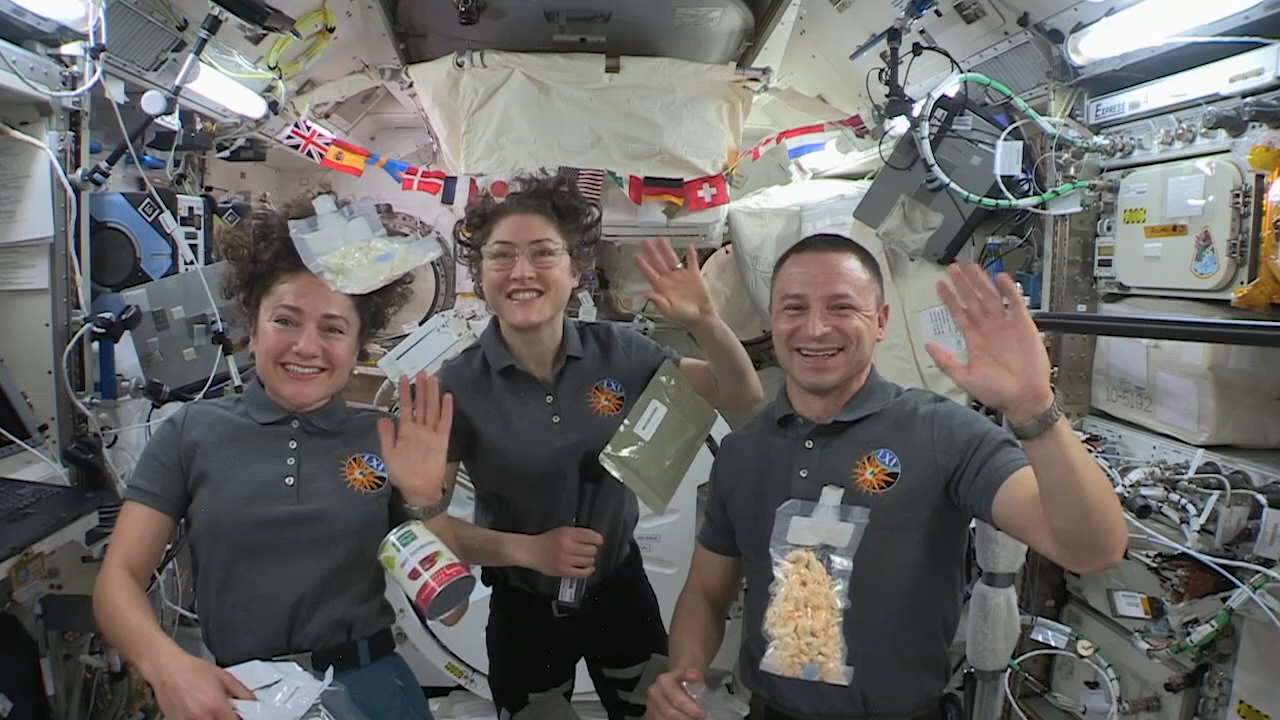 Happy Thanksgiving 2019 from the Space Station Crew in Earth Orbit and Astronaut Snoopy in NYC
