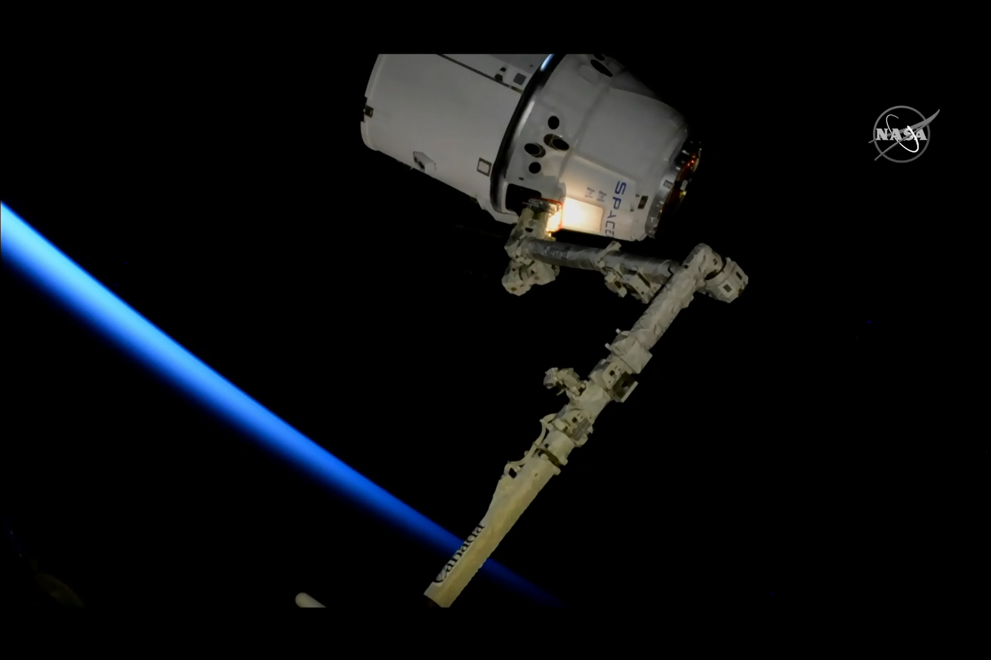 Astronauts Capture SpaceX Dragon Cargo Ship for Final Time with Robot Arm after ISS Arrival