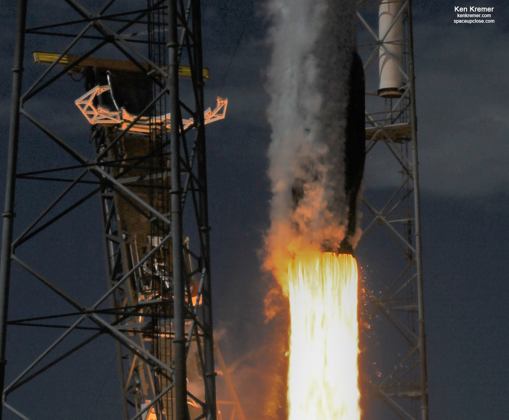 1st 6x Recycled SpaceX Falcon 9 Radiates Beauty at Blastoff: Launch Gallery