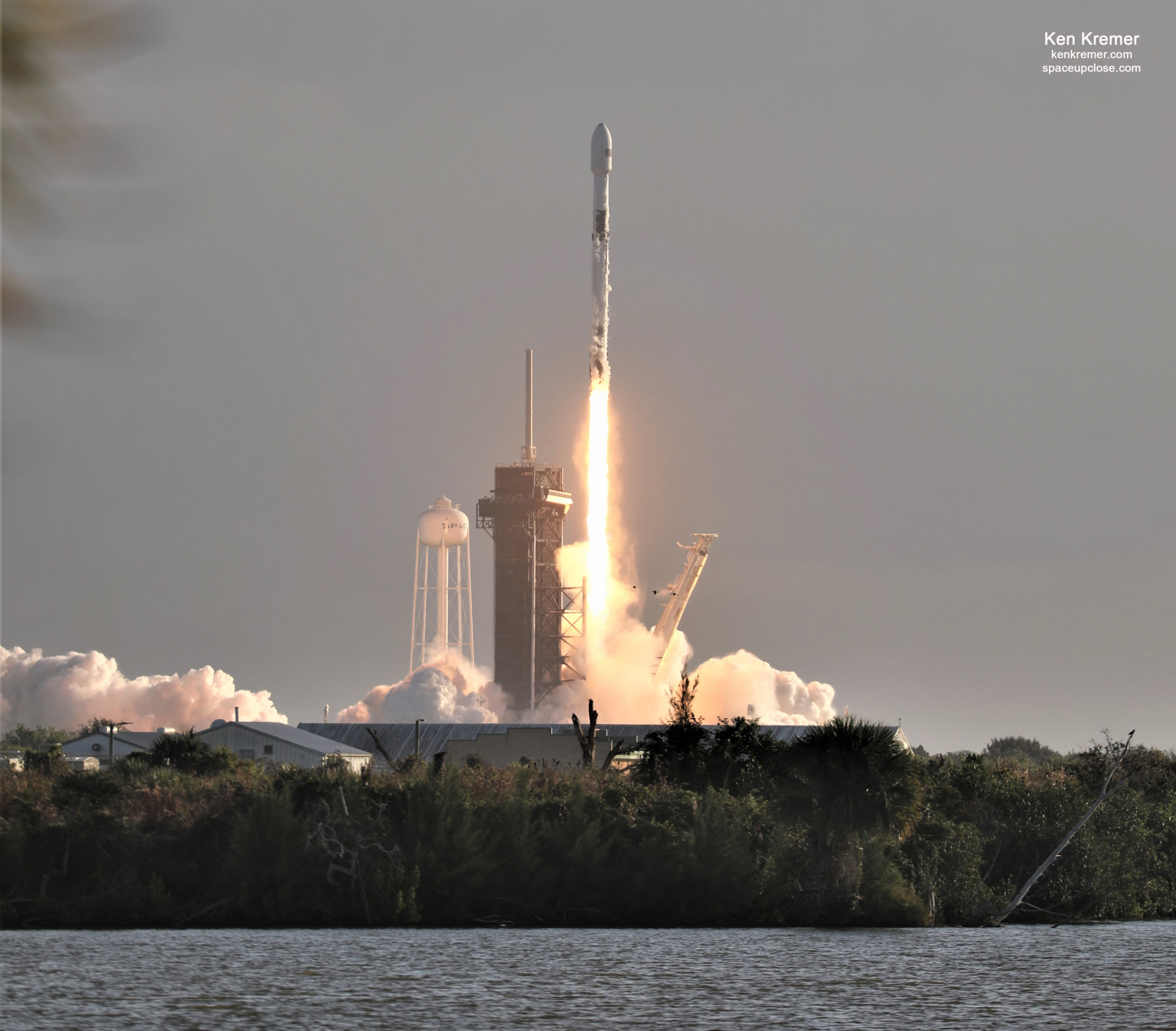SpaceX Launches Next Batch Starlink Satellites, 1st of 2 This Week from Space Coast: Photos