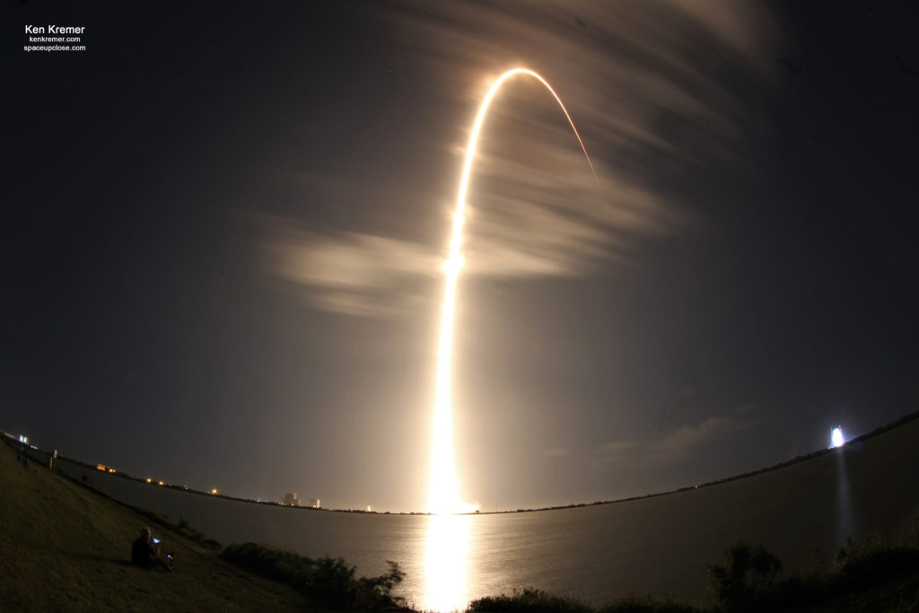 SpaceX Launches 4th Next Gen GPS III Navigation Satellite: Photos