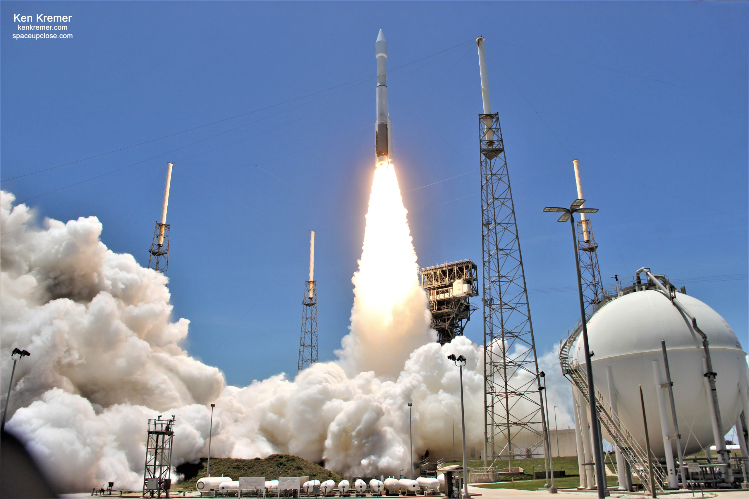 ULA Atlas V Dazzles Delivering Cyber-Hardened SBIRS GEO-5 Infrared Heat Detecting Missile Warning Satellite to Orbit for U.S. Space Force: Photos