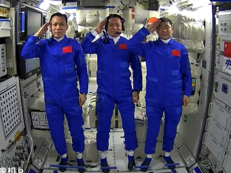 China Launches 3 Astronauts on 1st Human Spaceflight Since 2016, Docks at New Space Station