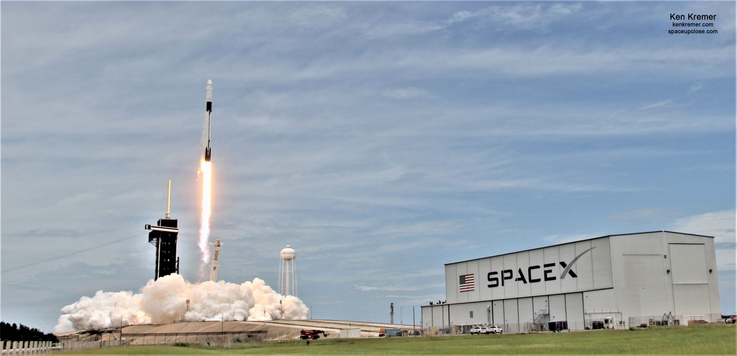 New SpaceX Commercial Cargo Dragon Blasts Off with New Solar Arrays and NASA Science for Space Station: Photos